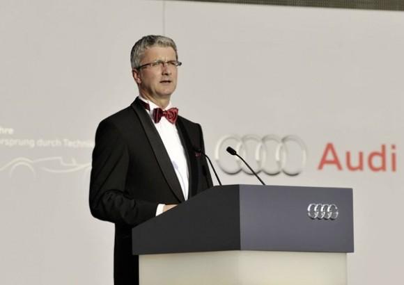 Audi-Chef Rupert vor einer Neuinterpretation des Logos bei der 100-Jahr-Feier